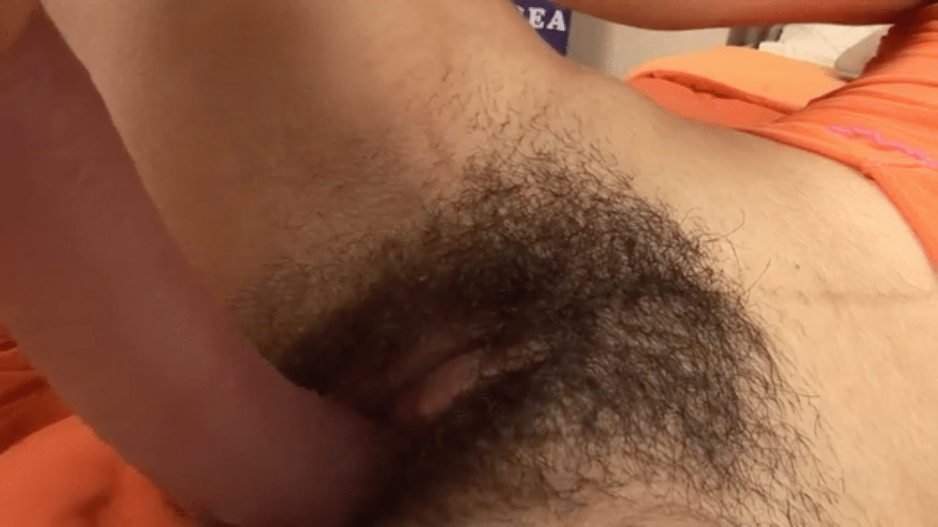 Hairy pussy playing